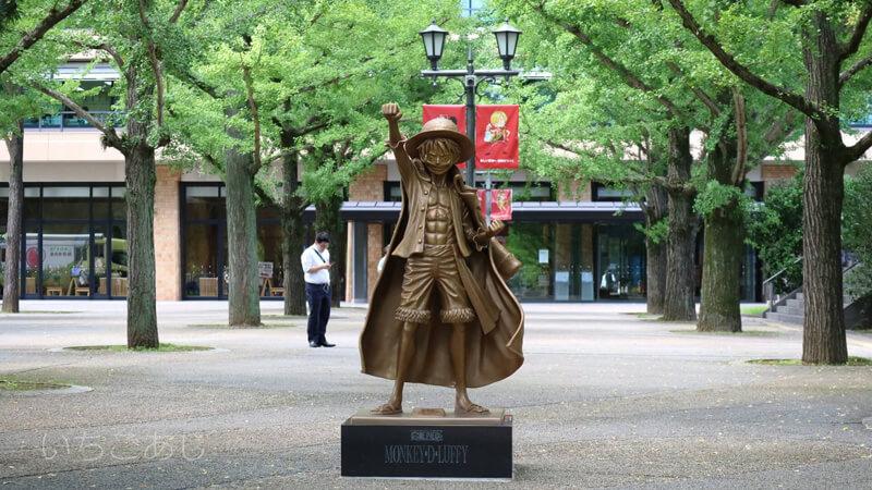熊本県庁のルフィ像